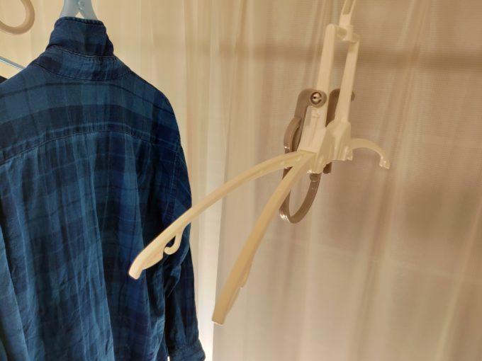 フード付き衣類が乾きやすいハンガー 肩部分