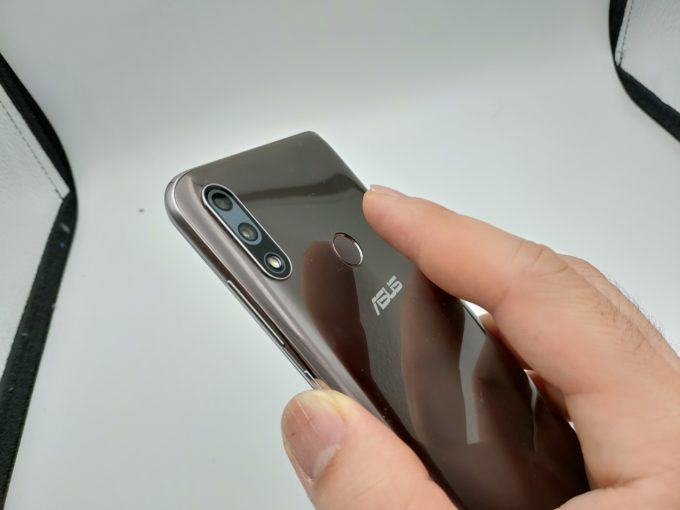 ZenFone Max Pro M2 指紋認証