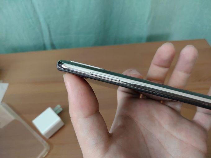ZenFone Max Pro M2 電源ボタンとボリューム