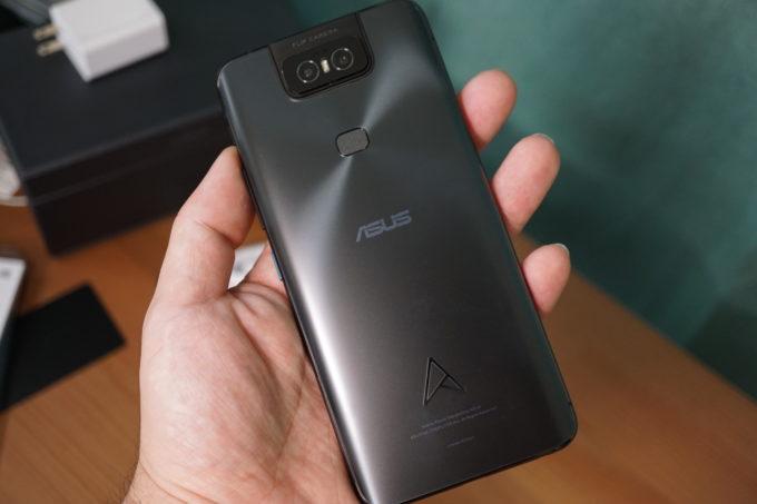 ZenFone 6の持ったときの大きさ