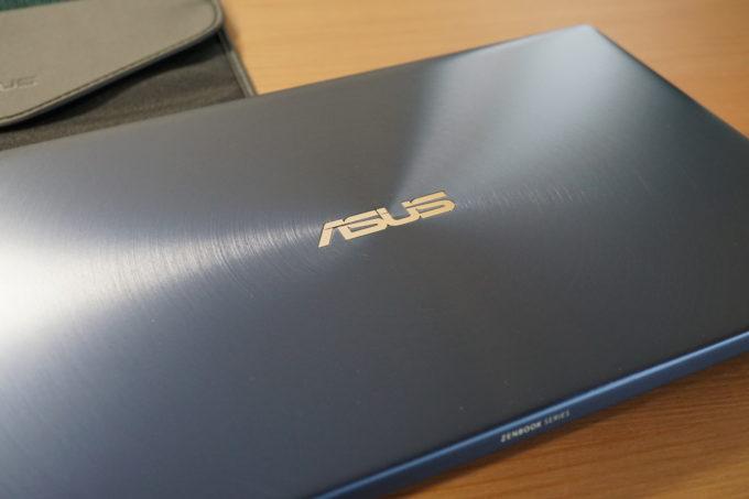 ZenBook 14 外観2