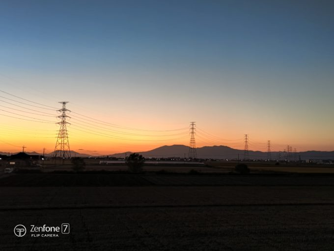 ZenFone 7と鉄塔