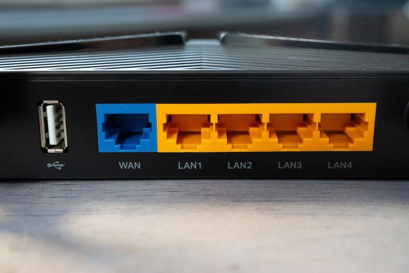 TP-Link Archer AX20 側面2