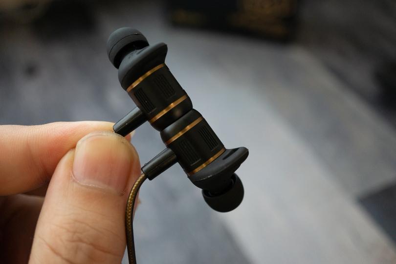 AVIOT WE-BD21d-pnk(ピヤホン4) 磁石