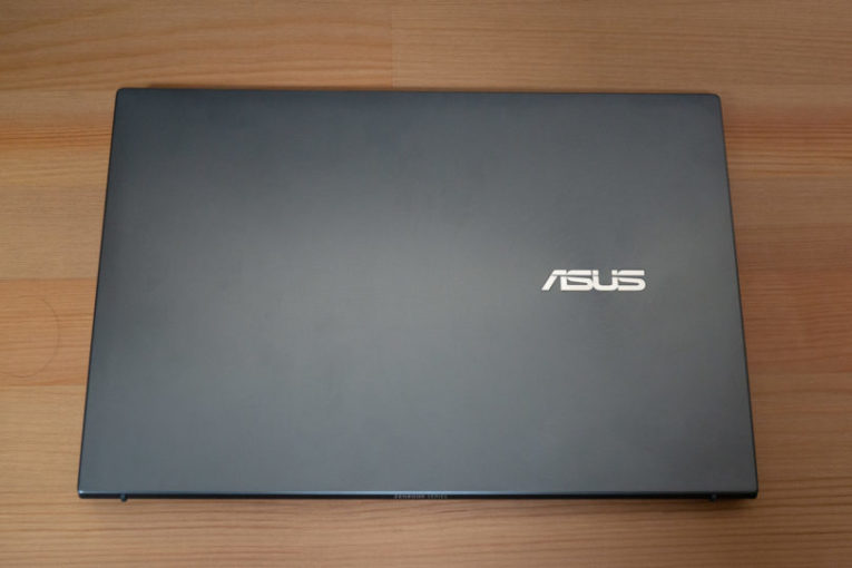 ASUS ZenBook 13 UX325EA 外観